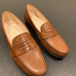 Cola haan emmons loafer great condition tan